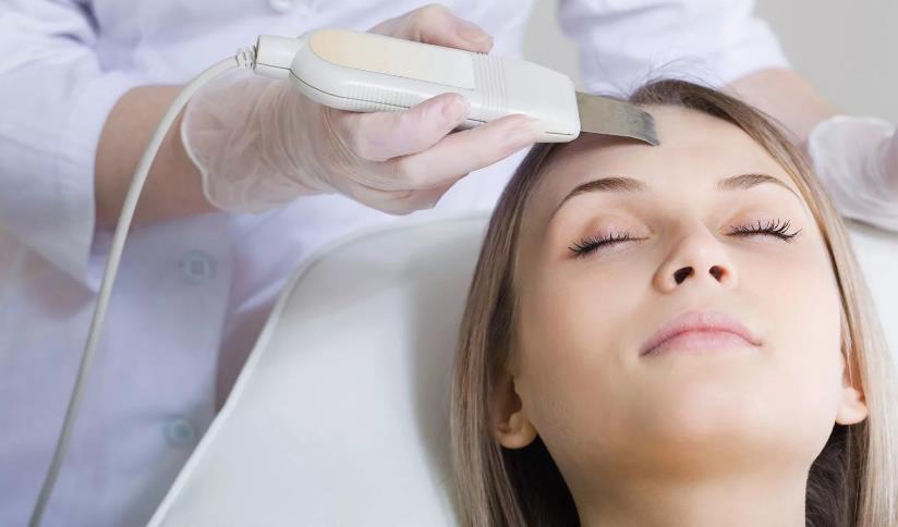 Ультразвуковая чистка лица: как выполняется и какой дает результат